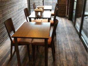 飲食店 テーブル